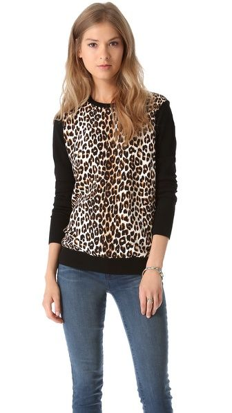 Love this leopard sweater with jeans and sneakers for a casual daytime look.