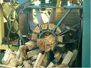 Know more about our firewood logs that are mainly ash, beech, birch and oak wood.  Hardwood logs, bagged firewood logs, loose logs, seasoned logs, softwood logs, kindling, etc are the stock we hold.