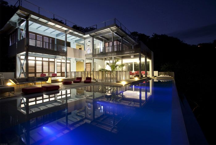 Indoor-Outdoor Residence on a Rain-Forest
