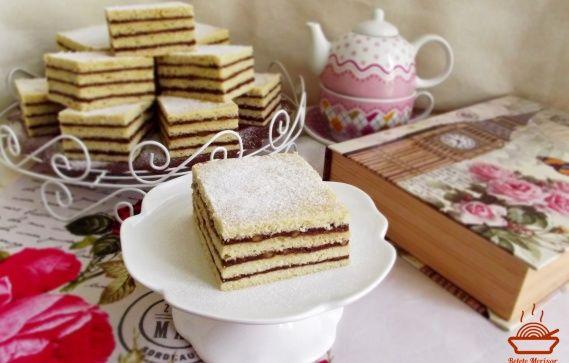 Prajitura de post cu crema caramel si unt de arahide