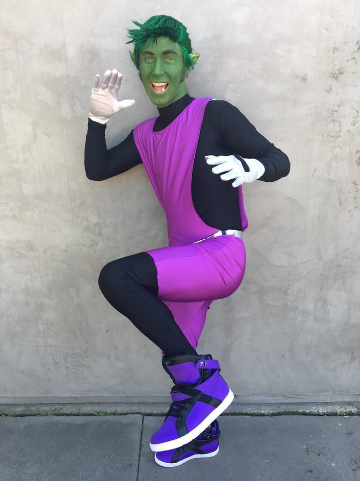 You'll never believe this! Now not only does Greg Cipes SOUND like Beast Boy, he LOOKS like Beast Boy!!!!!