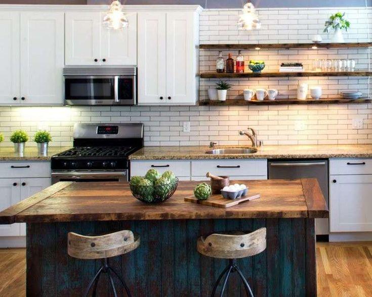 Cucina con isola in legno rustico