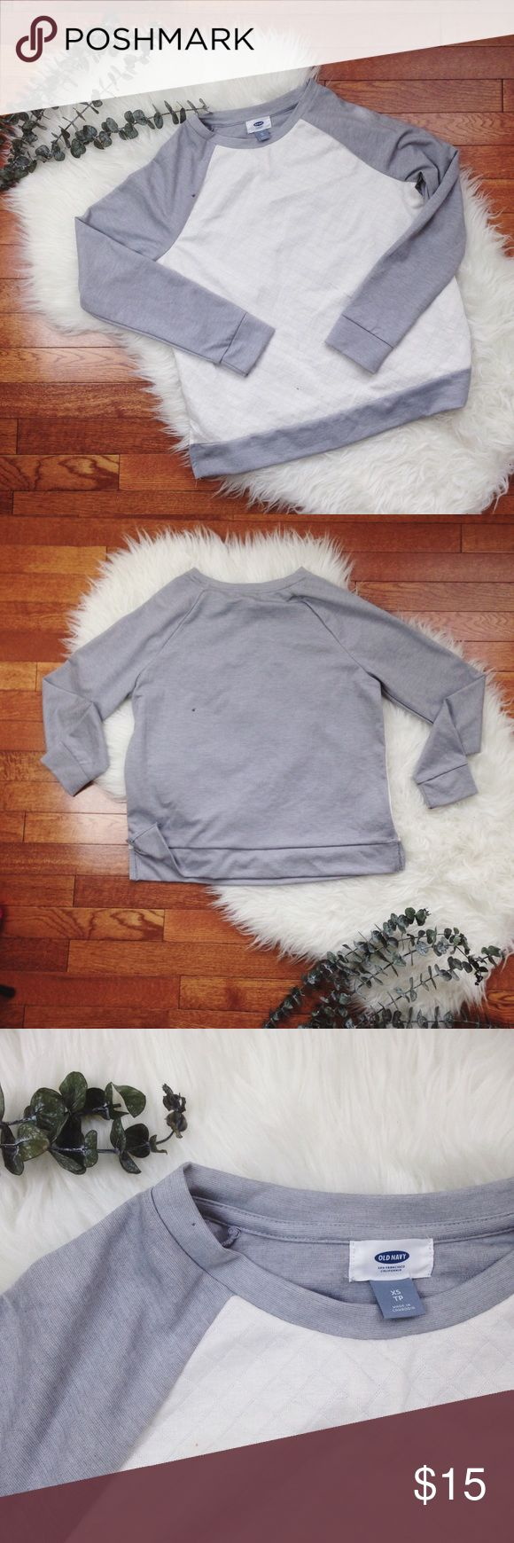 Old Navy Sweatshirt 🎒 NEW🍿 Lightweight grey sweatshirt from Old Navy. Front is quilted. New with tags. Size XS but will fit S and M as well. Old Navy Tops Sweatshirts & Hoodies