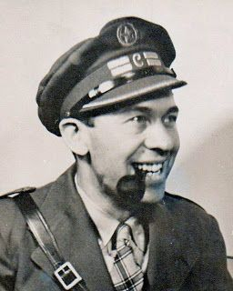 """Spain - 1936. - GC - bataillon """"Abraham Lincoln"""" - Steve Nelson en uniforme de Commissaire politique."""