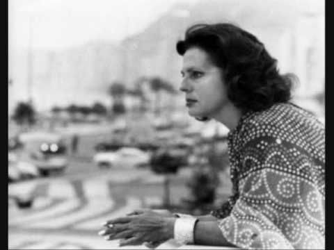 AMÁLIA RODRIGUES - ALFAMA - YouTube