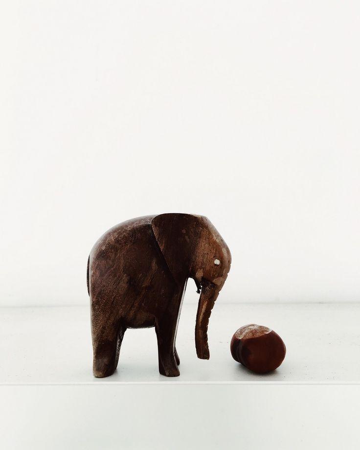 Einfache Dekoration Und Mobel Mammoth Collection #18: Dekorieren Mit Kastanien - Holzelefant Und Einfache Kastanie // Decorate  With Chestnuts