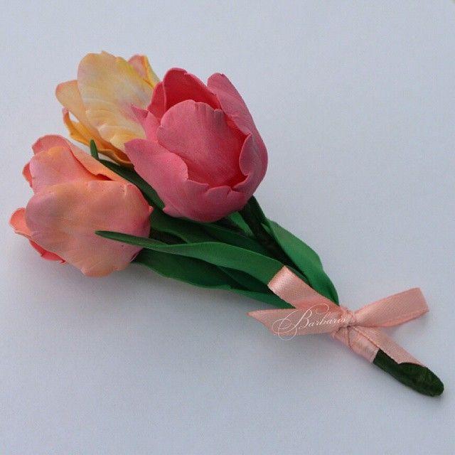 Мои первые тюльпанчики #бутоньерка #брошь #ручнаяработа #handmade #flowerstagram #art #фоамиран #ревелюр #благовещенск #mysolutionforlife #worldhandicrafts
