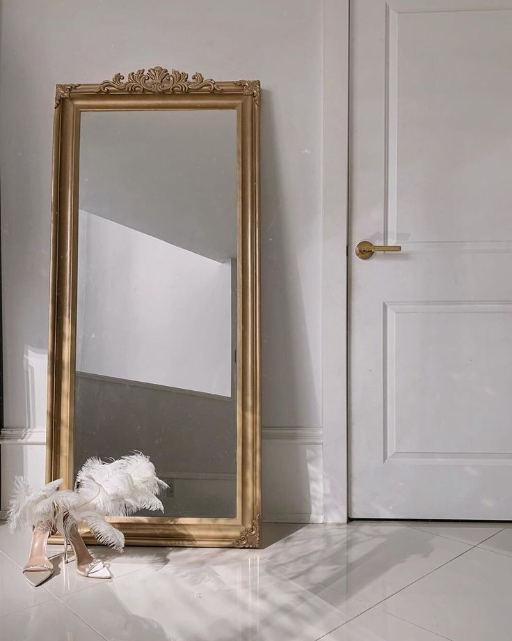 The List Issue 06 The Fulllength Selfie Mirror