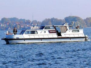 Hausboot Katamaran in Jabel + max 9 Personen, Haustiere erlaubt + Badeplattform mit Leiter, Sonnendeck, Fahrstandsdeck komplett schließbar + fahrbar nur mit Charterschein, ohne Führerschein