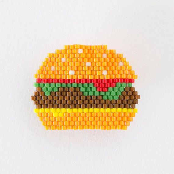 broche blackpearl© Burger 335 par studiobalthazar sur Etsy modèle déposé @b_l_a_c_k_p_e_a_r_l #motifblackpearl