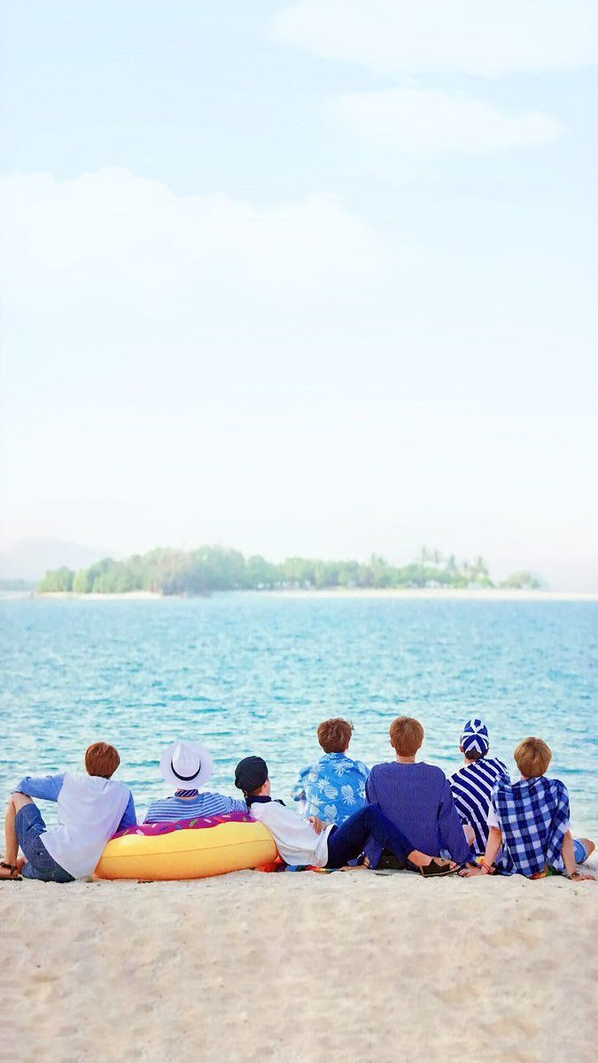 Here's a wallpaper for some of my fellow Army's