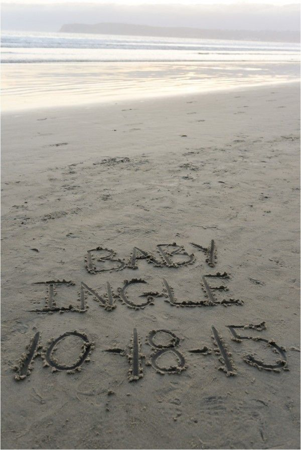 Pregnancy announcement idea, baby announcement at beach