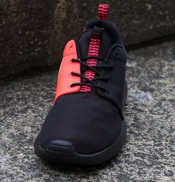 nike roshe run prm - black\/atomic red lobster