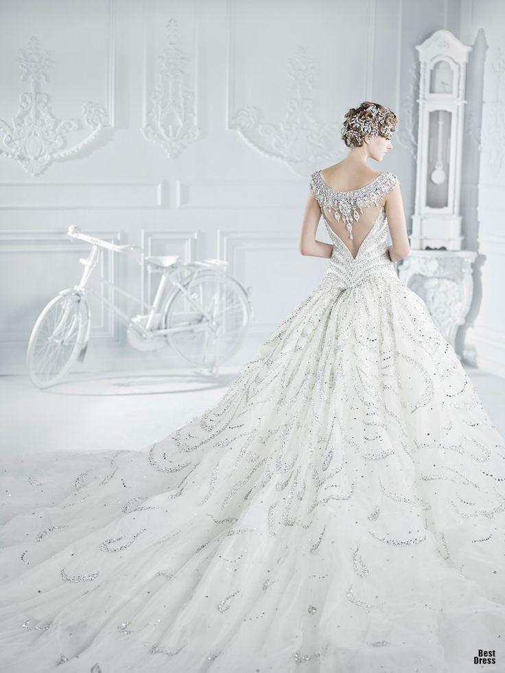 バックスタイルがゴージャス。ビジューの白い花嫁衣装・ウェディングドレスまとめ一覧♡