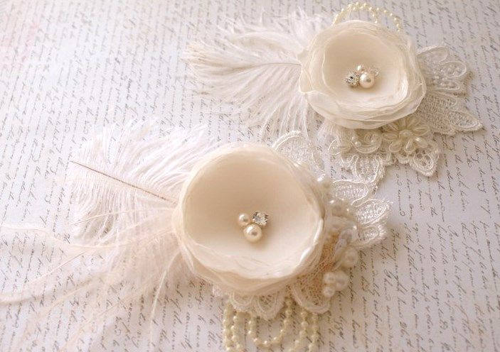 pretty feather and flower headpieces by Mosquita
