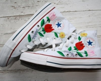 shoes with a kalocsai motivum