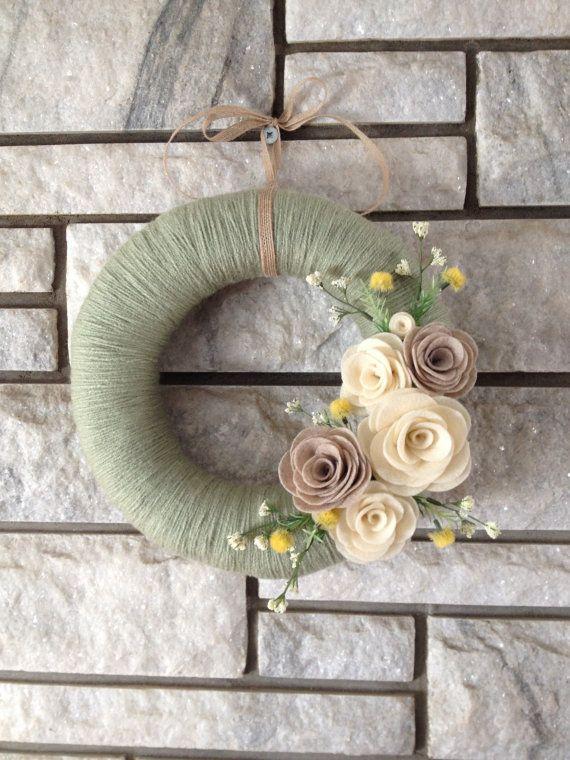 Yarn Wreath Handmade Felt Decoration Sage Green di SasiRose
