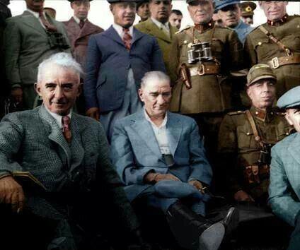 Atatürk'ün renklendirilmiş fotoğrafı
