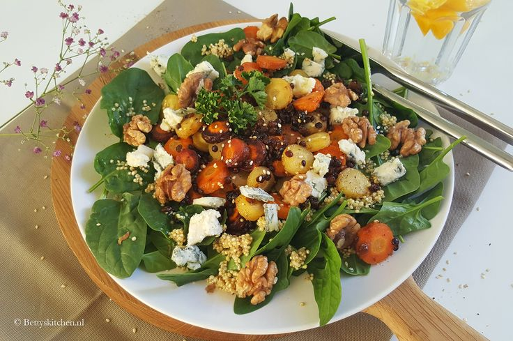 Spinaziesalade met gorgonzola en wortel