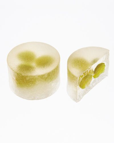 "琥珀 えんどう豆////\\ Peas of spring Shut the times of old, is a Japanese sweet that you prepare it likens jewel full of the dignity to ""amber"". Please enjoy and crunchy on the outside, the charm of soft agar inside. Figure seen through slightly, peas lets you feel the spring."