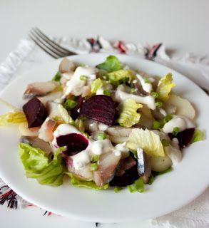 Салат с картофелем, свеклой и копченой скумбрией