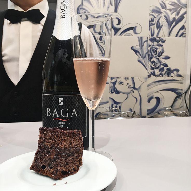 E para sobremesa... Espumante Baga das #CavesPrimavera com um delicioso bolo de chocolate. O que lhe parece? No espaço #Revigrés da #Tektónica. Pavilhão 1 - Stand C10.