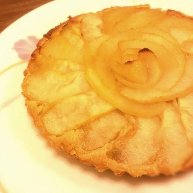 おばあちゃんがたくさん洋梨を送ってきてくれたので、タルトを作ってみました(*^^*) - 13件のもぐもぐ - 洋梨タルト~♪ by megmogu