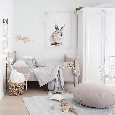 Une #chambre harmonieusement bien décorée !  #enfant #rose #taupe #blanc #lapin #décoration #déco  http://www.m-habitat.fr/par-pieces/chambre/quelles-couleurs-choisir-pour-une-chambre-d-enfant-3244_A
