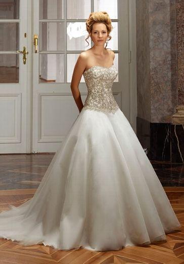 Romantisch royales Brautkleid mit Corsage in Elfenbein und Silber - von Diane Legrand
