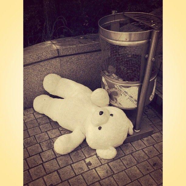 hstranger_ / who dumped you? #dumped #doll #bear #곰인형 #abandoned / #골목 #쓰레기 / 2013 06 04 /
