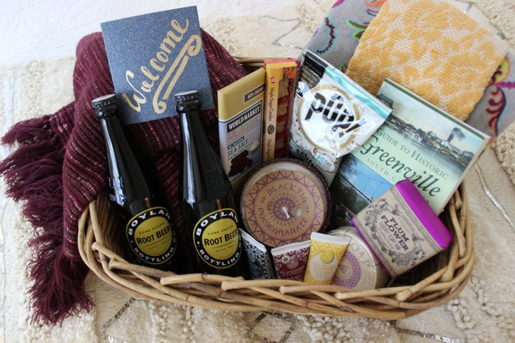 Gift Ideas For Wedding Guests At Hotel: 25+ Best Ideas About Guest Welcome Baskets On Pinterest