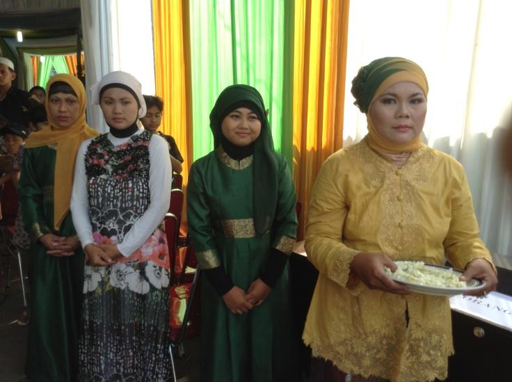 Menunggu kedatangan pengantin pria
