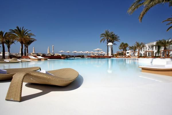 Destino #Pacha #Ibiza Resort - Experience the glamour of Pacha, all day, every day at this stylish, modern hotel featuring all the hallmarks of this world class brand.  For info or bookings, just follow the link! http://www.ibiza-spotlight.com/destinopacha
