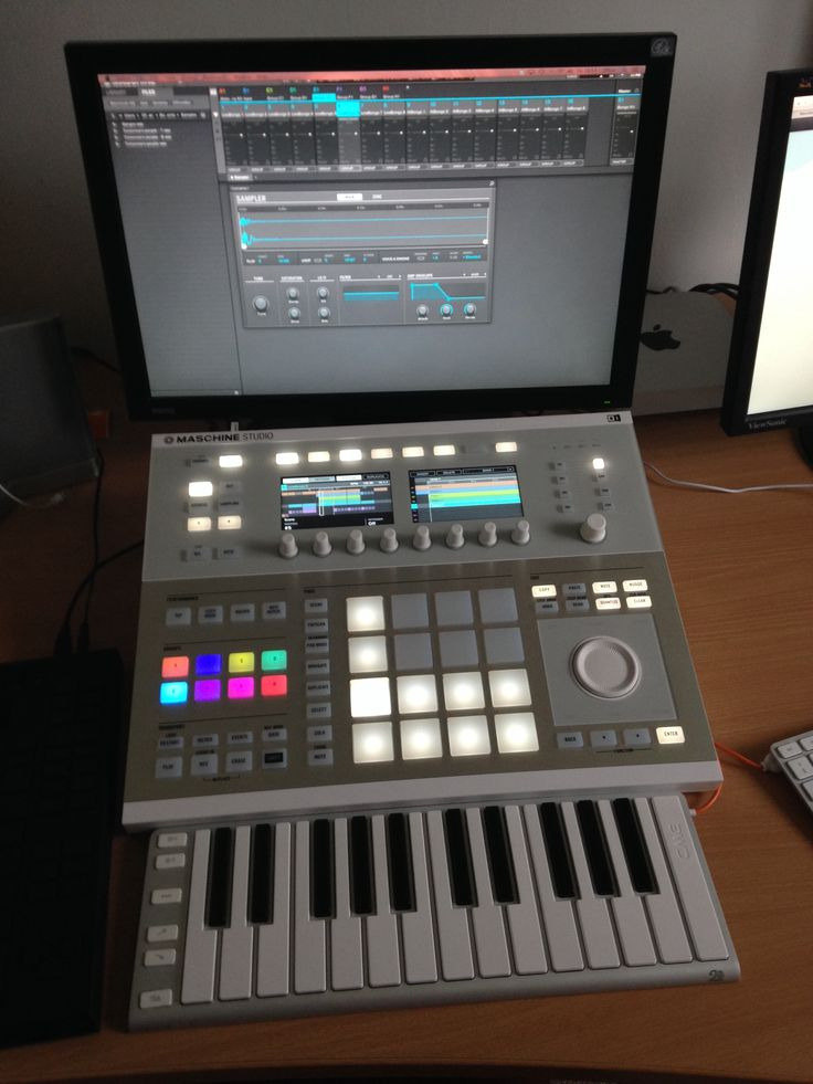 Maschine Studio #music #production  This I want most defenetly in my homestudio or when I'm gone only a labtop and I'm good to go!!! Compare to the Roland MV-8800 I have the pricetag is a 3th of what Inpad years ago!