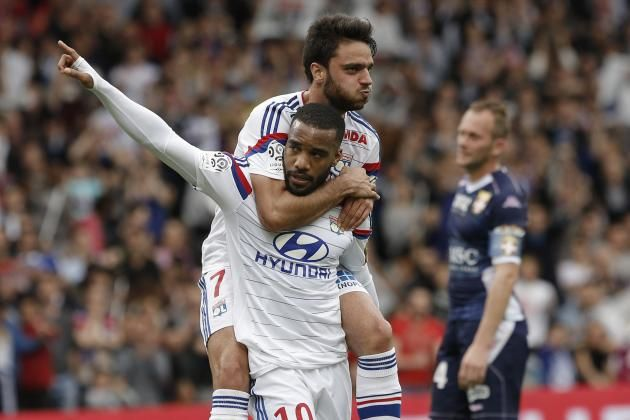 Alexander Lacazette Lyon Agree to New Contract: Latest Details and Reaction