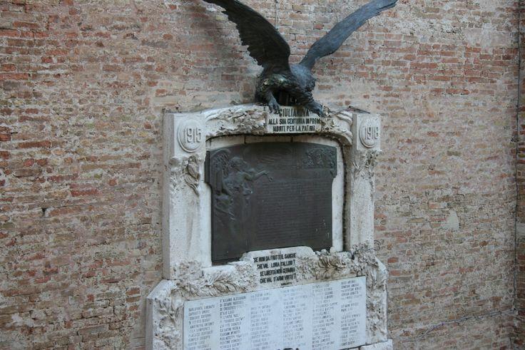 Lapide ai  caduti della II guerra mondiale