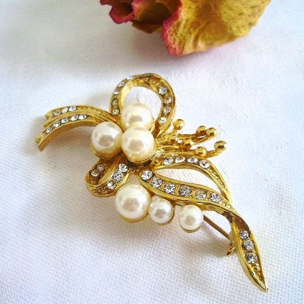 Vintage Brosche Goldene Schleife Mit Perlen Aus Den 70er Jahren Brosche Vintage Broschen Bronzeschmuck