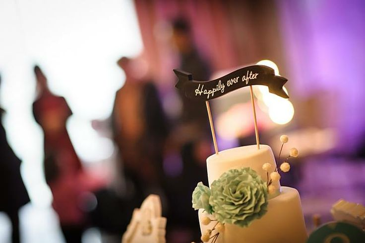 Wedding caketopper Photo by R2Arte