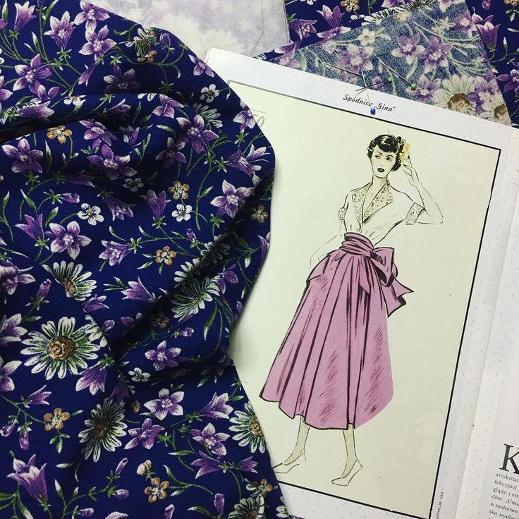 50s style skirt in the making! It's a gift for Marta, who sent me a pile of amazing vintage fabrics last summer. PL: Spódnica w stylu lat '50. się szyje! To prezent dla pani Marty, która latem wysłała mi górę pięknych starych materiałów. #instasew #sewing #vintagesewing #BurdaVintage #BurdaStyle #sewingpattern #1950s #fashion #50sskirt #div #handmade #vintagefabric #flowers #cotton #gift #inthemaking #szycie #rękodzieło #wroclawszyje #lata50 #spódnica #wykrój #bawełna #kwiaty #hobby…