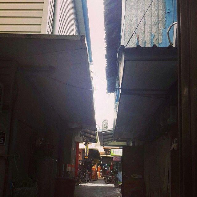 .@ujeongs | #죽도시장#시장#골목#골목길#골목안 | Webstagram