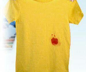 Nunca intentes limpiar manchas de sangre con agua caliente, ya que la proteína de la sangre se concentra y hace que la mancha sea más difícil de limpiar. Si quieres quitar manchas de sangre, es necesario que primero disuelvas las aspirinas en agua fría y las dejes actuar durante dos horas antes de remojar las prendas afectadas.