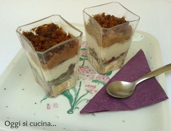 Bicchieri di crema al mascarpone e nutella