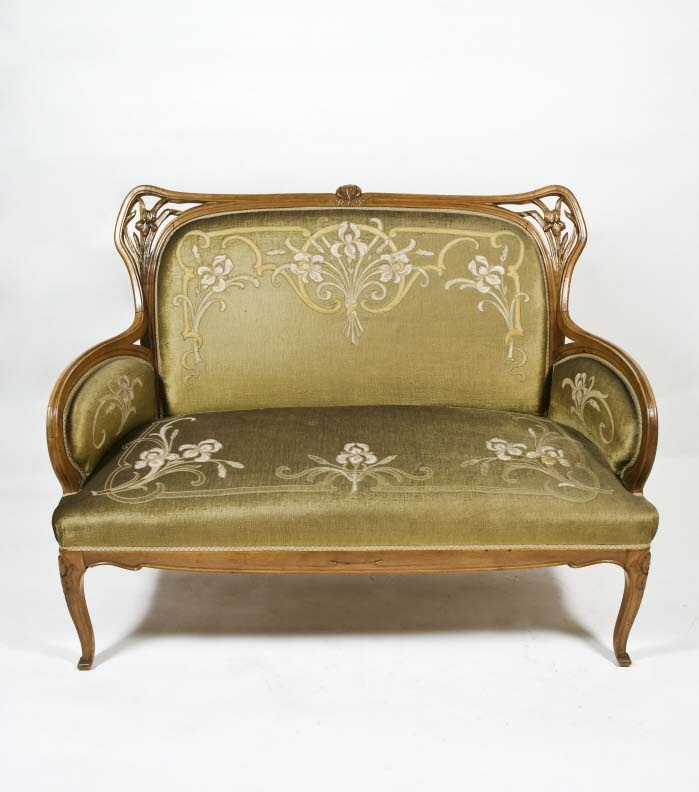Chill out at home with your favourite book sofa louis for Sofa jugendstil