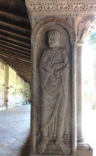 L'abbaye de Moissac.Pierre sur le pilier d'angle à l'entrée du cloître. Tarn-et-Garonne. Midi- Pyrénées.