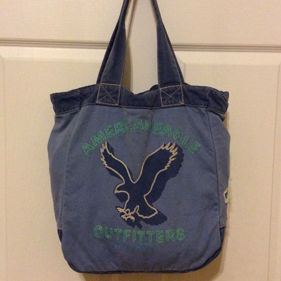 American Eagle Outfitters tote bag Adorable large blue tote bag by American Eagle. This would be great for books or to use as an overnight bag. This is gently been used a couple of times but is still in excellent condition. American Eagle Outfitters Bags