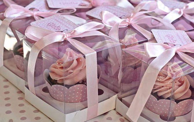 Vocês também já se encantaram com a ideia dos cupcakes em casamentos? Apesar de terem origem americana, os cupcakes estão conquistando cada vez mais os brasileiros, e hoje eles deixaram de ser apenas mais um item numa festa infantil, começando a...