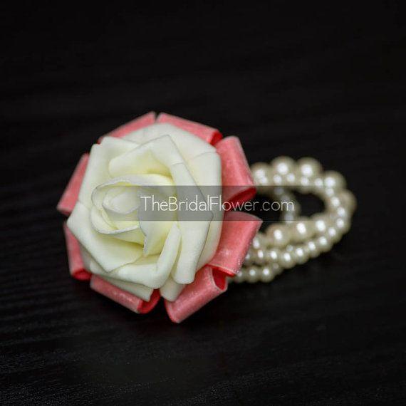 Corallo e crema da polso corsage crema rosa e di TheBridalFlower