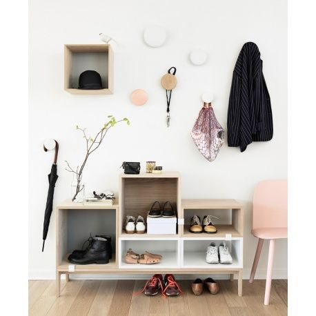 Muuto 'The Dots' coat hooks in rose.