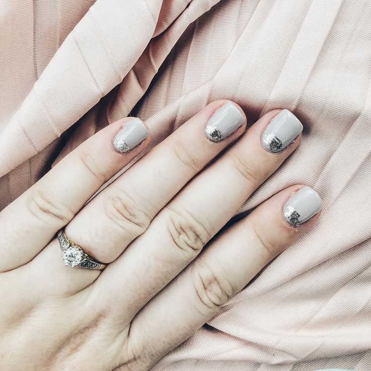 #kgobehindthescenes: In love with this beautiful foil mani from @palettenails just in time for bridesmaid duties tomorrow .