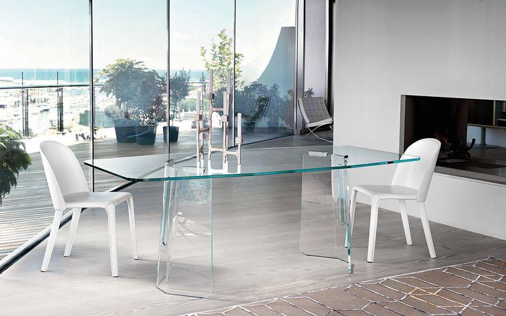 PLIÉ glass table by @Fiam Italia designed by Studio Klass #fiamitalia #studioklass #furniture #arredamento #design #interiordesign #homedecor